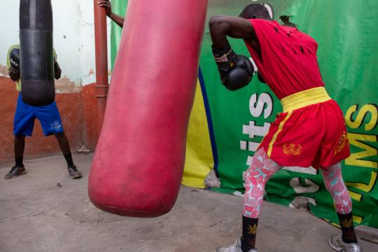 Regula Tschumi Photography album:Boxers, Acrobats and Footballers in Bukom