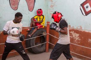 Regula Tschumi Photography album: Boxers, Acrobats and Footballers in Bukom - Regula_Tschumi-9529.jpg