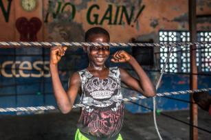 Regula Tschumi Photography album: Boxers, Acrobats and Footballers in Bukom - Regula_Tschumi-8122.jpg