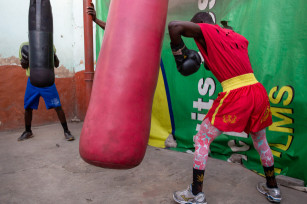 Regula Tschumi Photography album: Boxers, Acrobats and Footballers in Bukom - Regula_Tschumi-7871.jpg