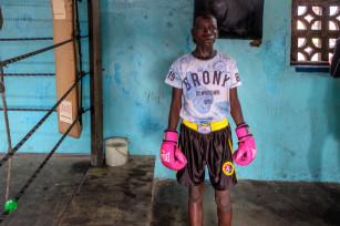 Regula Tschumi Photography album: Boxers, Acrobats and Footballers in Bukom - Regula_Tschumi-0252.jpg
