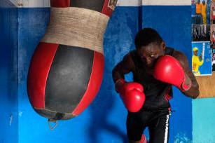Regula Tschumi Photography album: Boxers, Acrobats and Footballers in Bukom - Regula_Tschumi-0191.jpg