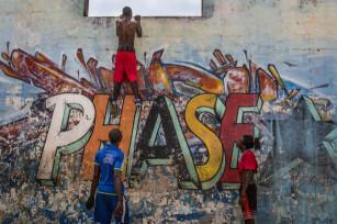 Regula Tschumi Photography album: Boxers, Acrobats and Footballers in Bukom - Regula_Tschumi-0032.jpg